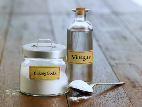 What can you clean with baking soda and white vinegar